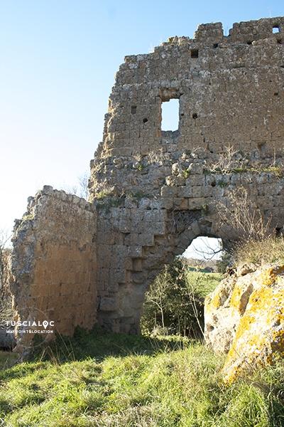 Mura dell'incastellamento castel d'ischia